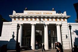 260px-La_Recoleta_Cemetery_entrance